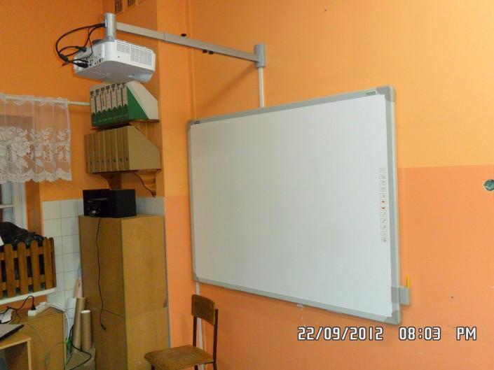 tablica interaktywna zamontowana w klasie