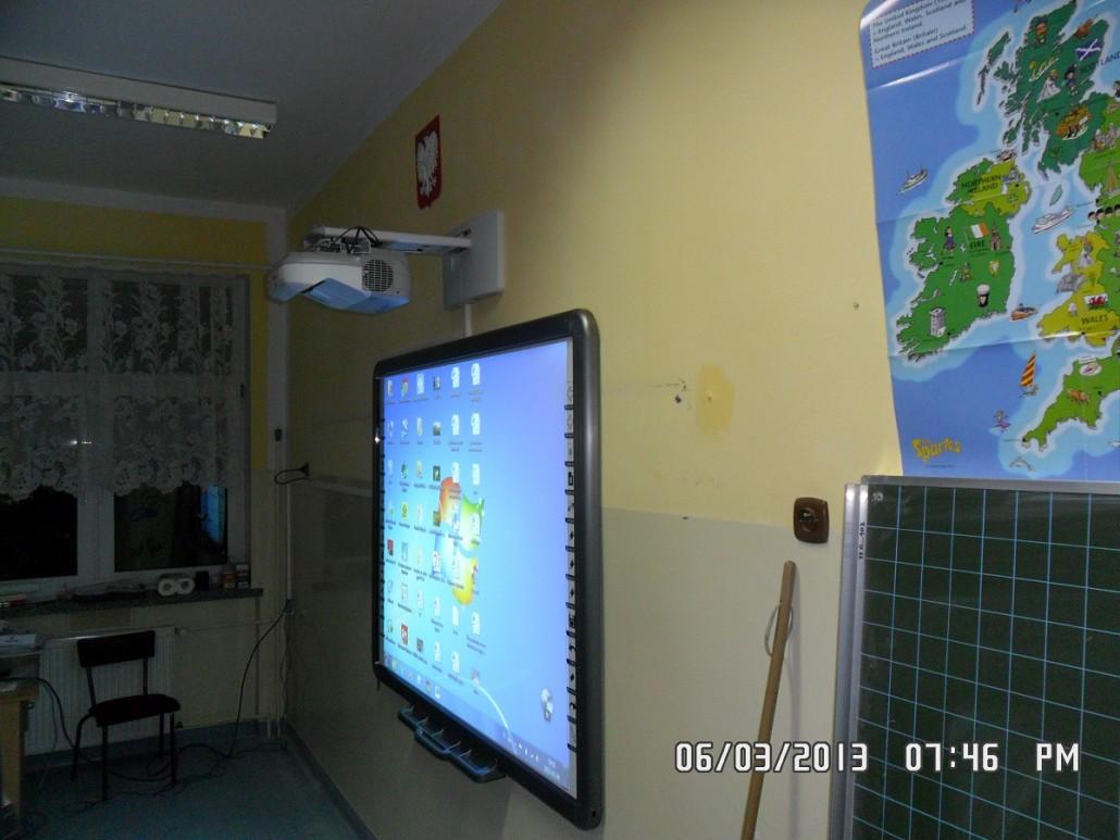 zestaw interaktywny zainstalowany w klasie