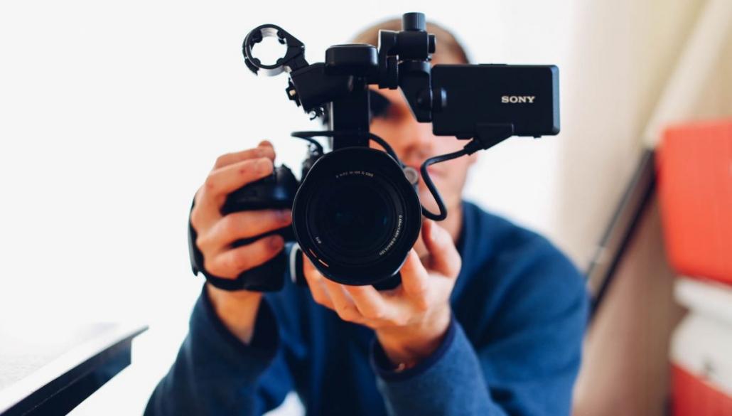 nagrywanie-z-kamery-1030x585 Nowość: szkolenia e-learningowe z wykorzystaniem wirtualnych avatarów 3D